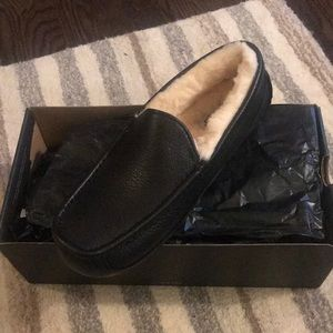 NEW in box UGG M Ascot Black Slippers